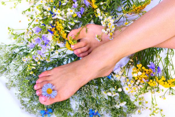 травы ноги